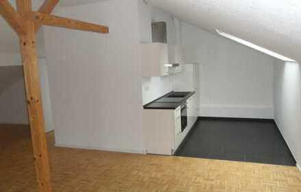 TOP Galerie Dachgeschosswohnung inkl. Einbauküche Bad mit Fenster und Granit - keine Kehrwoche