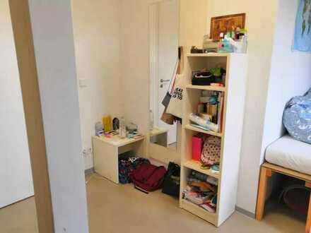 Möbliertes Studenten 2er-WG Zimmer, sehr central und modern