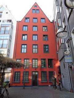 Charmante 2 Zimmer Wohnung in kernsaniertem Haus
