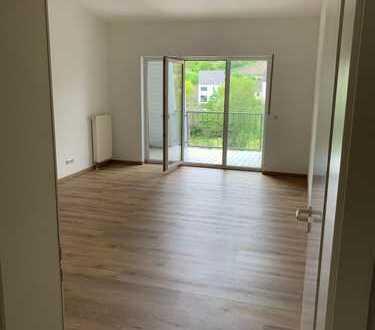 Helle 2-Zimmer-DG-Wohnung mit Balkon in Bingen am Rhein, Innenstadt