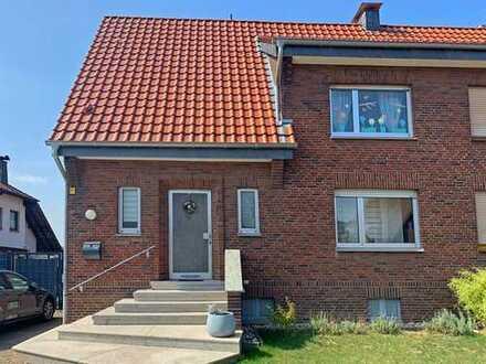 Schöne Doppelhaushälfte in idyllischer Lage