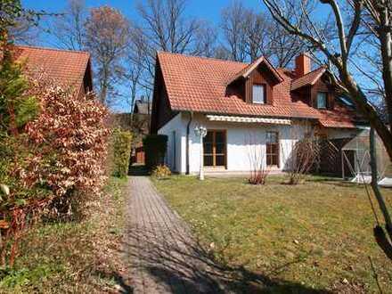 Doppelhaushälfte im Landhausstil in ruhiger Lage!