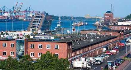 Büro mit Ausblick auf Elbe & Hafen