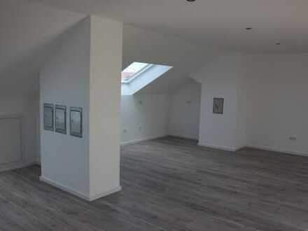 Erstbezug nach Sanierung: geräumige 3-Zimmer-DG-Wohnung in Germering