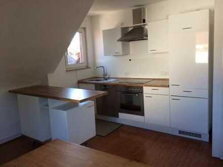 Schöne, helle 2,5-Zimmer-Dachgeschoss-Wohnung mit Sichtfachwerk im Wohnbereich