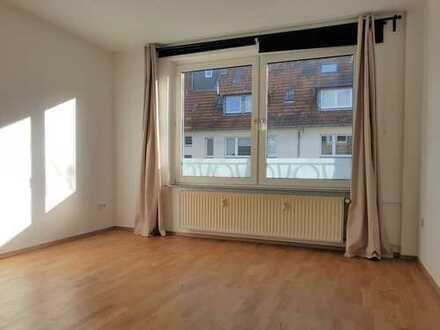 Helle 1 Zimmer Wohnung mit Balkon
