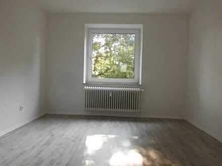 ** Gut aufgeteilte 3 - Zimmerwohnung frisch saniert !**