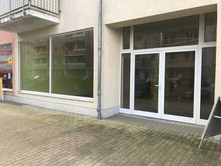Individuell gestaltbarer Laden mit großer Schaufensterfront