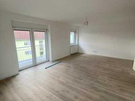 Helle und geräumige 3 Zi. Wohnung mit Balkon / Erstbezug nach Kernsanierung