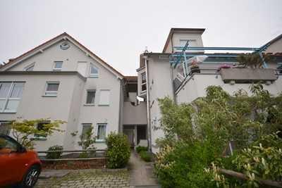 Gut ausgestattete und helle 2 Zimmer-Obergeschosswohnung mit Blick ins Grüne