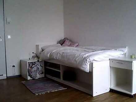 modernen und geräumigen Zimmer in einer Wohngemeinschaft