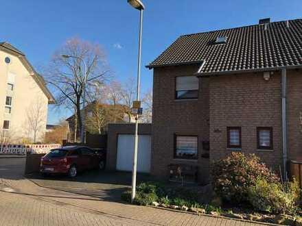 Sindorf: Schöne Doppelhaushälfte mit Garage auf Eckgrundstück