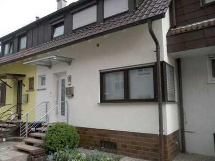 Helles energiesaniertes Reihenmittelhaus (6 Zi.,120 qm, Wohnzimmer mit Komfortofen)