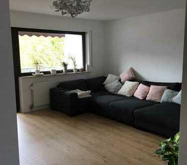 Zentrale, helle und moderne 3-Zimmer-Wohnung mit Balkon und Einbauküche in Brühl