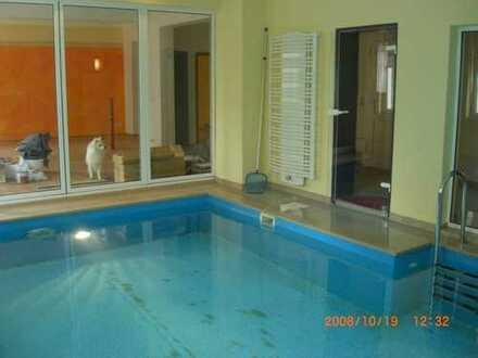Außergewöhnliche Maisonette-Wohnung mit Pool und Sauna am Rand des Auenwaldes