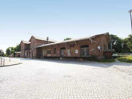 Ehemaliger Teil eines Güterbahnhofs mit Güterhalle