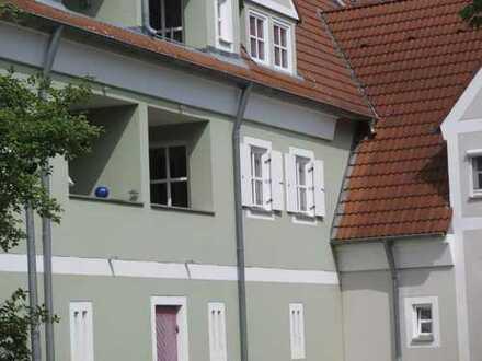 Brück Immobilien - Chice, möblierte 2 Zi.-Eigentumswohnung mit Süd/West-Loggia