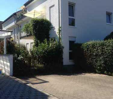 Gemütliche EG Wohnung mit kleinem Garten und EBK auch WG geeignet