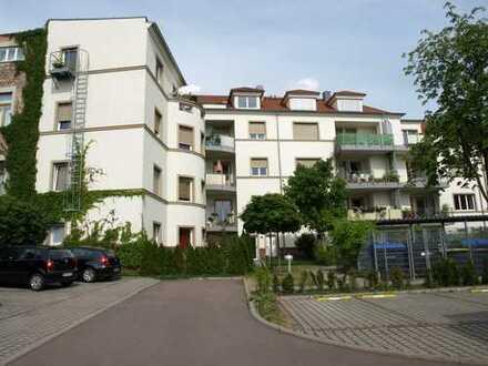 Helle, großzügige 3-Raumwohnung mit Balkon, Parkett, einem G-WC su. anspruchsvolle Mieter