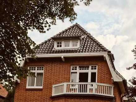 Großzügige Villa für eine anspruchsvolle Familie - mit 25m Schwimmbad - Lübecks 1 A Lage