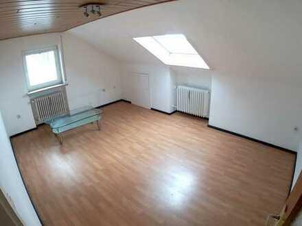 Gut angebundene 2,5-Zimmer-Mansarde-Wohnung in Königsbrunn