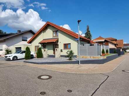 Freistehendes Einfamilienhaus auf großem Grundstück