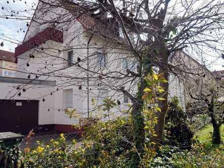 3-Zimmer-Dachgeschosswohnung mit Balkon und zwei Garagen