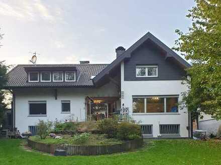 Großes Ein- bis Zweifamilienhaus    wunderschönes großes Grundstück    2 Garagen