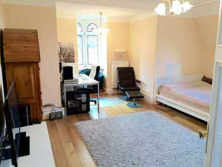 30 qm Zimmer in luxuriösem Altbau, vollmöbliert