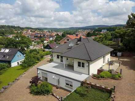 Einfamilienhaus mit großer Einliegerwohnung.... !!!Provisionsfrei!!!