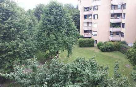 Gepflegte 2,5-Zimmer-DG-Wohnung mit Dachterrasse und Einbauküche