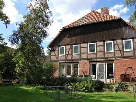 Seltene Gelegenheit! Großzügige 3-Zi.-Whg. auf Hofanlage mit Traumgarten und Kamin in Wasbüttel