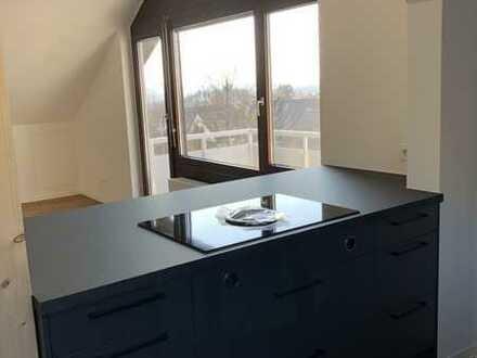 Neuwertige, stilvolle 2-Zimmer-DG-Wohnung mit Einbauküche und Balkon in Böblingen