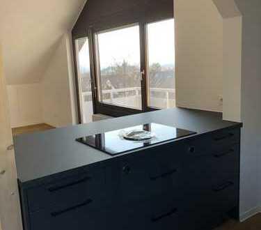 Erstbezug nach Sanierung: stilvolle 2-Zimmer-DG-Wohnung mit Einbauküche und Balkon in Böblingen