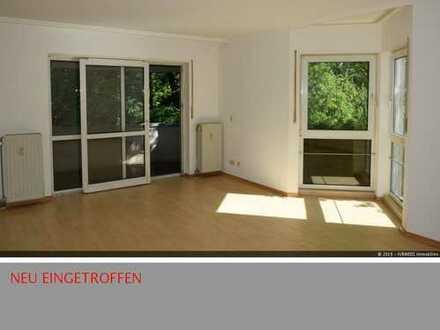 Sehr große zwei Zimmerwohnung mit zwei Balkonen und Wintergarten in Zehlendorf
