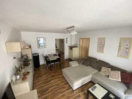 Stilvolle, modernisierte 3-Zimmer-Wohnung mit Balkon und Einbauküche in Ludwigsburg