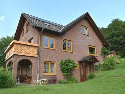 Naturnahes Einfamilienhaus mit Einliegerwohnung und großem Grundstück