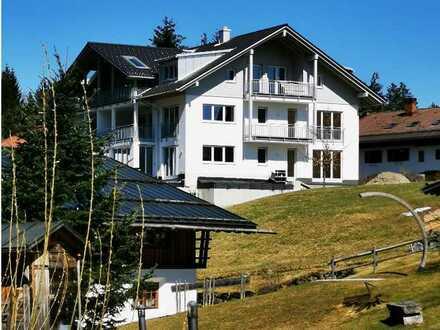 Erstbezug: großzügige Dachgeschosswohnung mit Alpenblick (Zweitwohnsitz möglich)