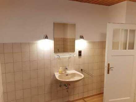 Sanierte 2-Zimmer-Erdgeschosswohnung mit EBK in Edingen-Neckarhausen, OT Neckarhausen