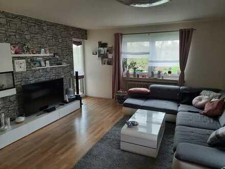 Ruhige und helle 4 Zimmer Wohnung mit Weiherblick