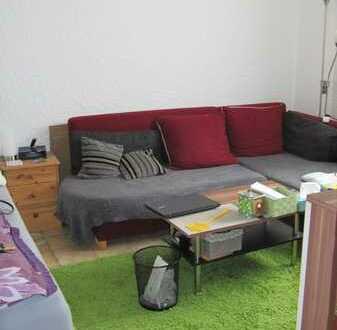 Schöne 1-Zimmer-Wohnung im Erdgeschoß mit separatem Zugang in KL-OST