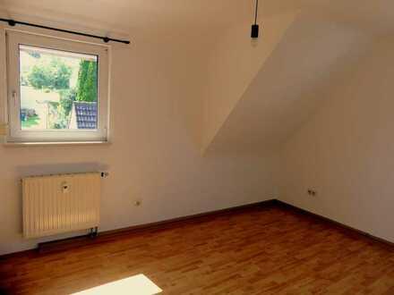 Sehr helle gepflegte 3-Raum-Wohnung mit Balkon und Einbauküche in Bopfingen