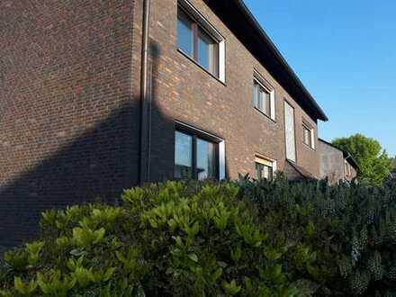 TOP Lage - Duisburg-Baerl in Rheinnähe - großzügige Erdgeschosswohnung mit Garten