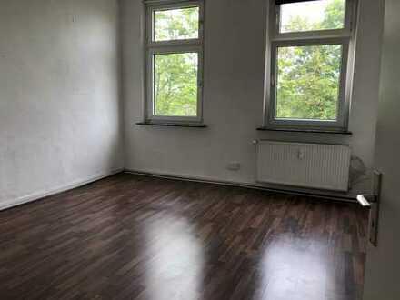 Schöne Altbau DG-Wohnung 2RKDB, Wohnküche, 60 m², Tgl. Wannenbad, Gartennutzung!