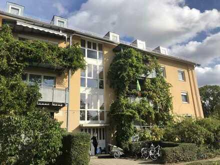 Erstbezug nach Renovierung: ruhige 5 Zimmer-Wohnung, 111 m², eigener Garten, neue Küche, großer Süd-
