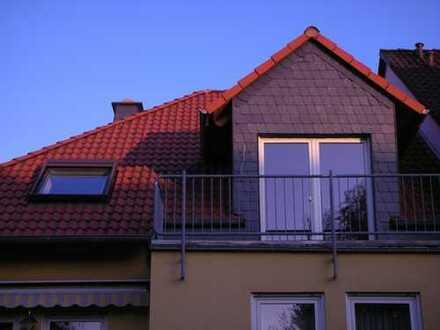 Schöne 2-Zimmer-DG-Wohnung mit Balkon und EBK in Flörsheim/ Weilbach