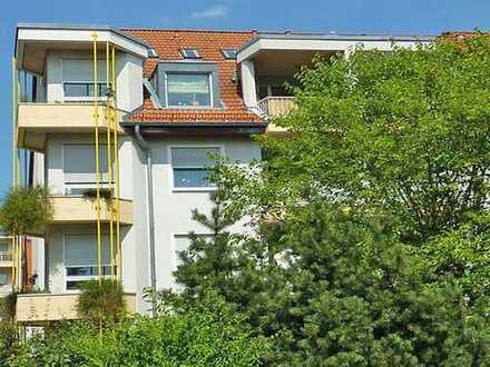 Oberursel: Hier lebt man gerne - neu sanierte 2,5 Zi. Wohnung mit Parkett und Balkon