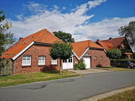 Sie sind ein Typ für etwas Besonderes? Wohnhaus mit Garage auf einem großen Grundstück in Wittmun...