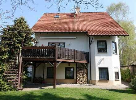 Helle 2-Zimmerwohnung mit kleiner Terrasse in zentraler Lage von Weinböhla