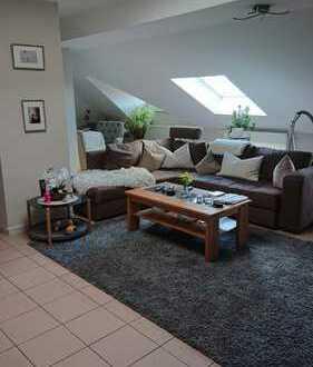 Helle großzügig geschnittene gemütliche 4 Zimmer-Dachgeschosswohnung zu vermieten